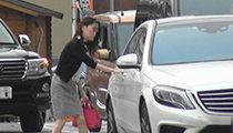 浮気調査2:○○駐車場にて女性と接触。対象者車両助手席に乗車。